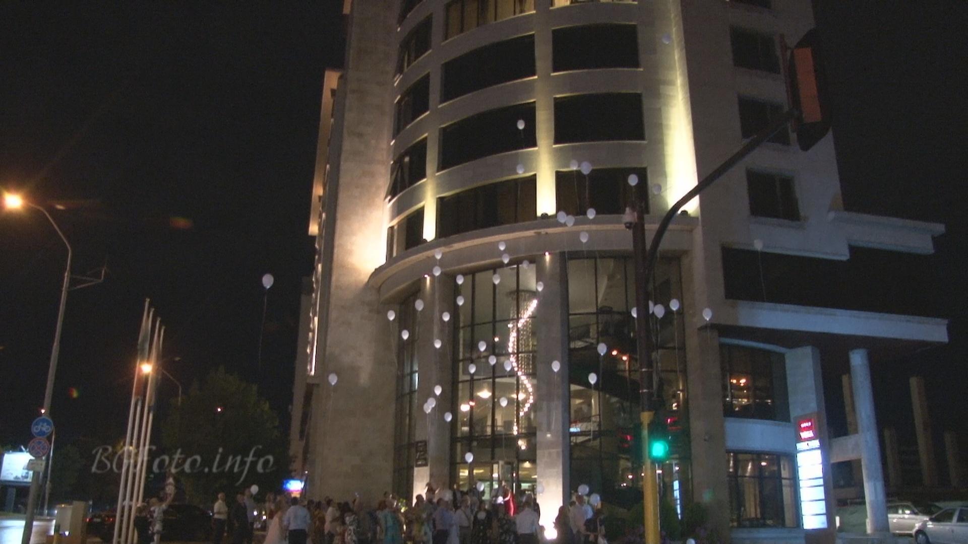 Сватбено видеозаснемане - балони с хелий политат над хотел Вега в София - един прекрасен завършек... (Видео)